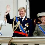 Mit Prinzessin Máxima und Prinz Willem-Alexander hat Königin Beatrix im Volk sehr beliebte Thronfolger an ihrer Seite. Nach und nach übernehmen die beiden immer mehr Repräsentationspflichten und entlasten damit die Königin.