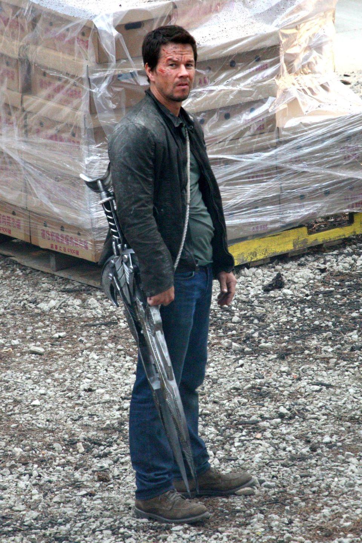 """31. Juli 2013: Mark Wahlberg steht für """"Transformers 4"""" in Detroit vor der Kamera."""