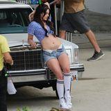 30. Juni 2013: Lana Del steht für ein neues Musikvideo leichtbekleidet in Los Angeles vor der Kamera.