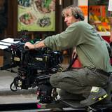 "24. Oktober 2013: Michael Bay führt Rehie bei ""Transformers: Age of Extinction"" in Hong Kong."