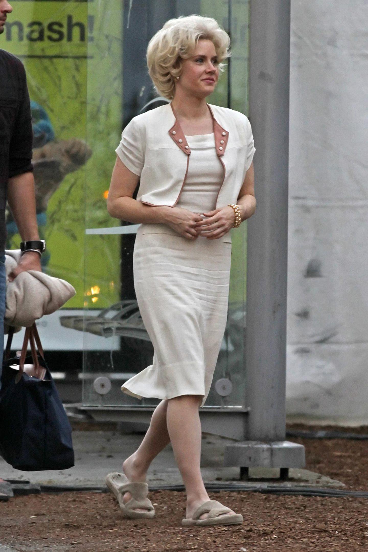 """20. August 2013: Mit blonder Perücke ist Amy Adams bei Dreharbeiten zu dem 60er-Jahre-Film """"Big Eyes"""" in Vancouver zu sehen."""