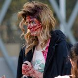 "25. November 2013: Ashley Greene sieht am Set von ""Burying the Ex"" in Los Angeles ziemlich lädiert aus."