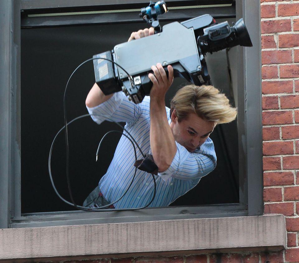"""11. Juni 2013: Taylor Kitsch dreht am Set von """"The Normal Heart"""" in New York durch."""