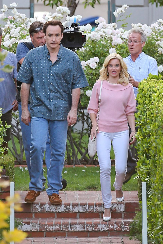 """22. August 2013: John Cusack und Elizabeth Banks drehen gemeinsam """"Love & Mercy"""", eine Filmbiografie über Brian Wilson, den Songschreiber der """"Beach Boys""""."""