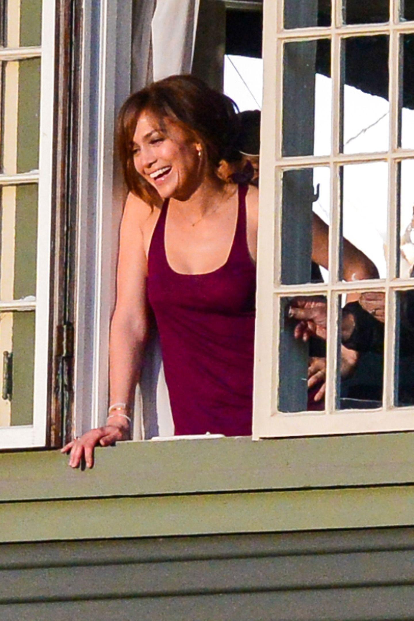 """16. November 2013: Jennifer Lopez machen die Dreharbeiten zu """"The Boy Next Door"""" sichtlich Spaß."""