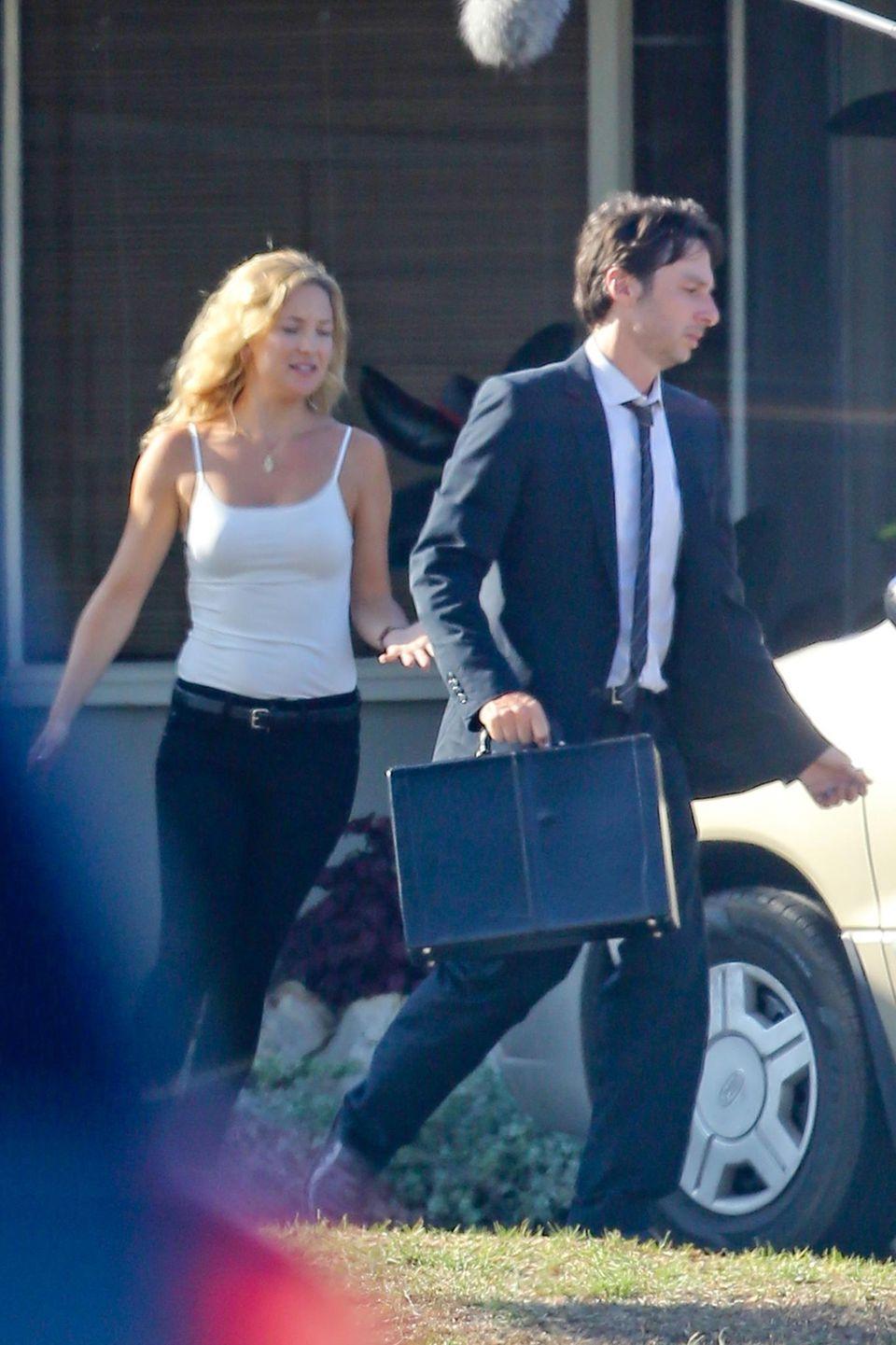 """13. August 2013: Kate Hudson und Zach Braff drehen in Los Angeles eine Szene für Zach Braffs neuen Film """"Wish I Was Here""""."""