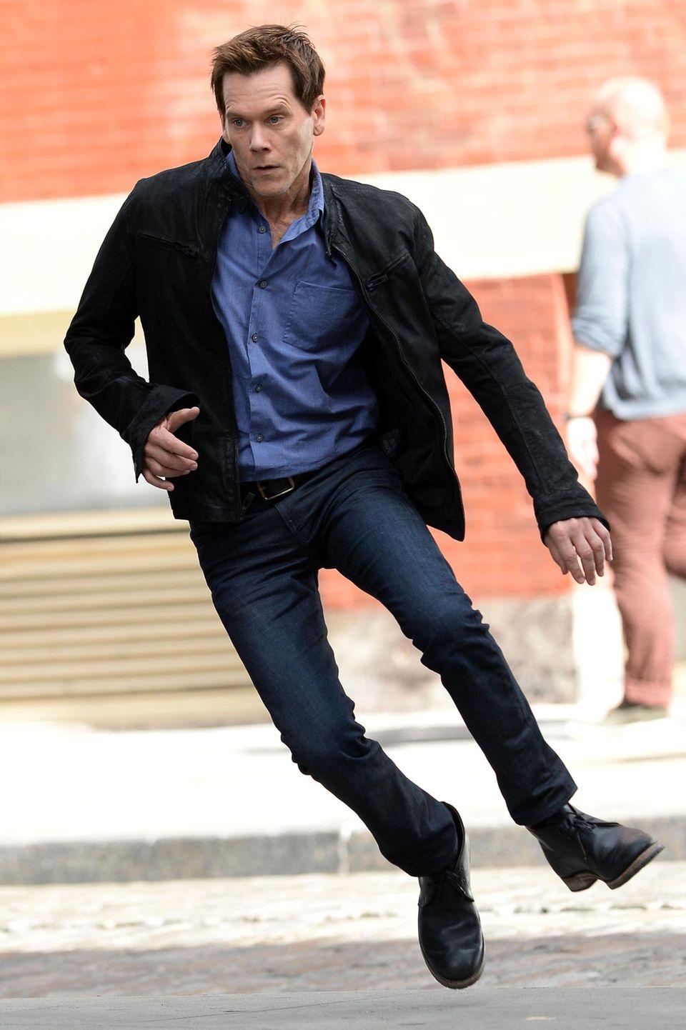"""16. September 2013: Für Kevin Bacon geht es am Set von """"The Following"""" in Manhattan rasant zu."""
