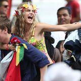"""26. August 2013: Cara Delevingne hat vom Modelbusiness ins Schauspielfach gewechselt. Sie steht beim Notting Hill Karneval in London für eine Szene von """"Kis In Love"""" vor der Kamera."""
