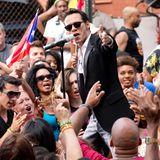 """21. Juli 2013: Marc Anthony filmt in den Straßen von New York sein neues Musikvideo zu """"Vivir Mi Vida""""."""