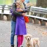 """6. November 2013: AnnaSophia Robb und Austin Butler drehen eine Szene für """"The Carrie Dairies"""" im New Yorker Central Park."""