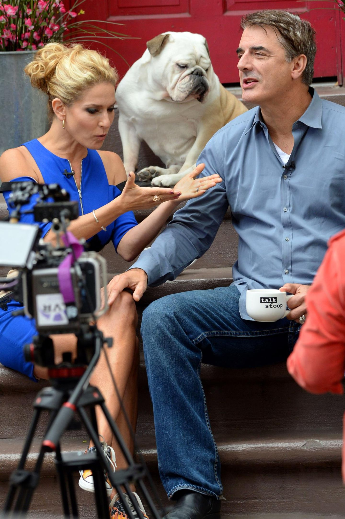 """16. Oktober 2013: Chris Noth mach es sich bei Cat Greenleafs' """"Talk Stoop"""" in Brooklyn bequem."""