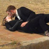 """21. August 2013: Wen knutscht denn Mädchenschwarm Robert Pattinson da? Es ist Schauspielkollegin Mia Wasikowska, mit der er gemeinsam für den Film """"Maps to the Stars"""" vor der Kamera steht."""