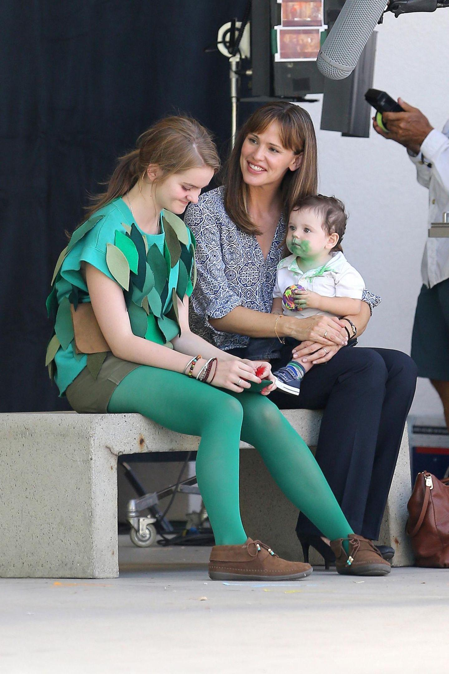 """20. August 2013: Jennifer Garner dreht mit ihren Filmkindern eine Szene des Films """"Alexander and the Terrible, Horrible, No Good, Very Bad Day""""."""