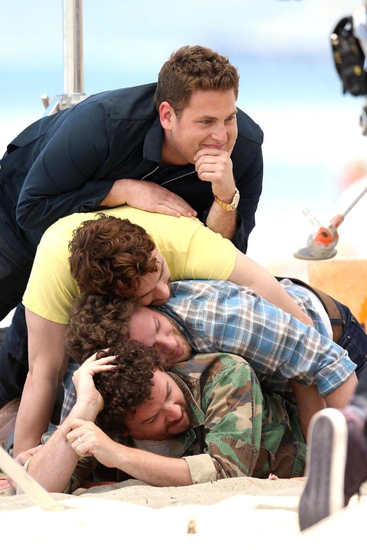 """5. Mai 2013: Jonah Hill, James Franco, Seth Rogen und Danny McBride albern bei einem Fotoshooting für ihren gemeinsamen Film """"This Is The End"""" am Vernice Beach herum."""