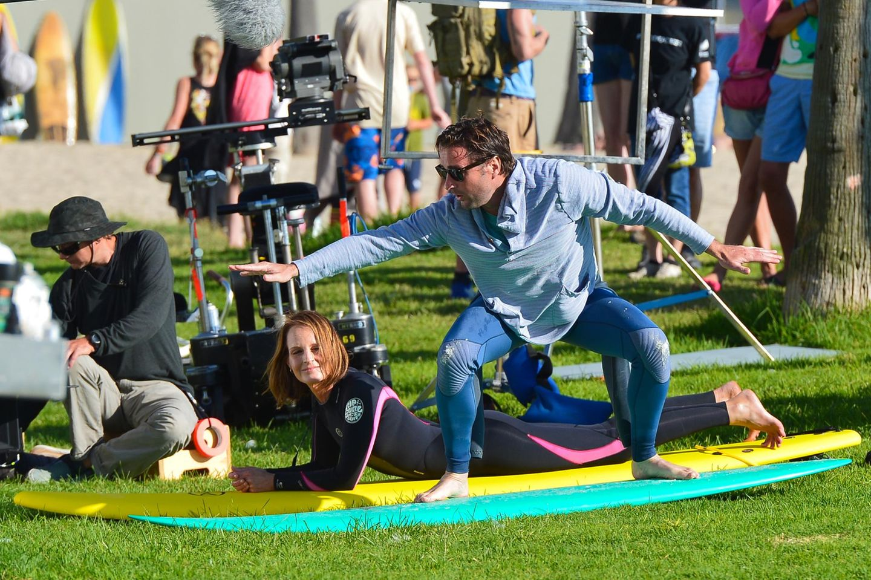 """6. August 2013: Helen Hunt und Luke Wilson müssen für den Film """"Ride"""" ihre Surfkenntnisse unter Beweis stellen."""