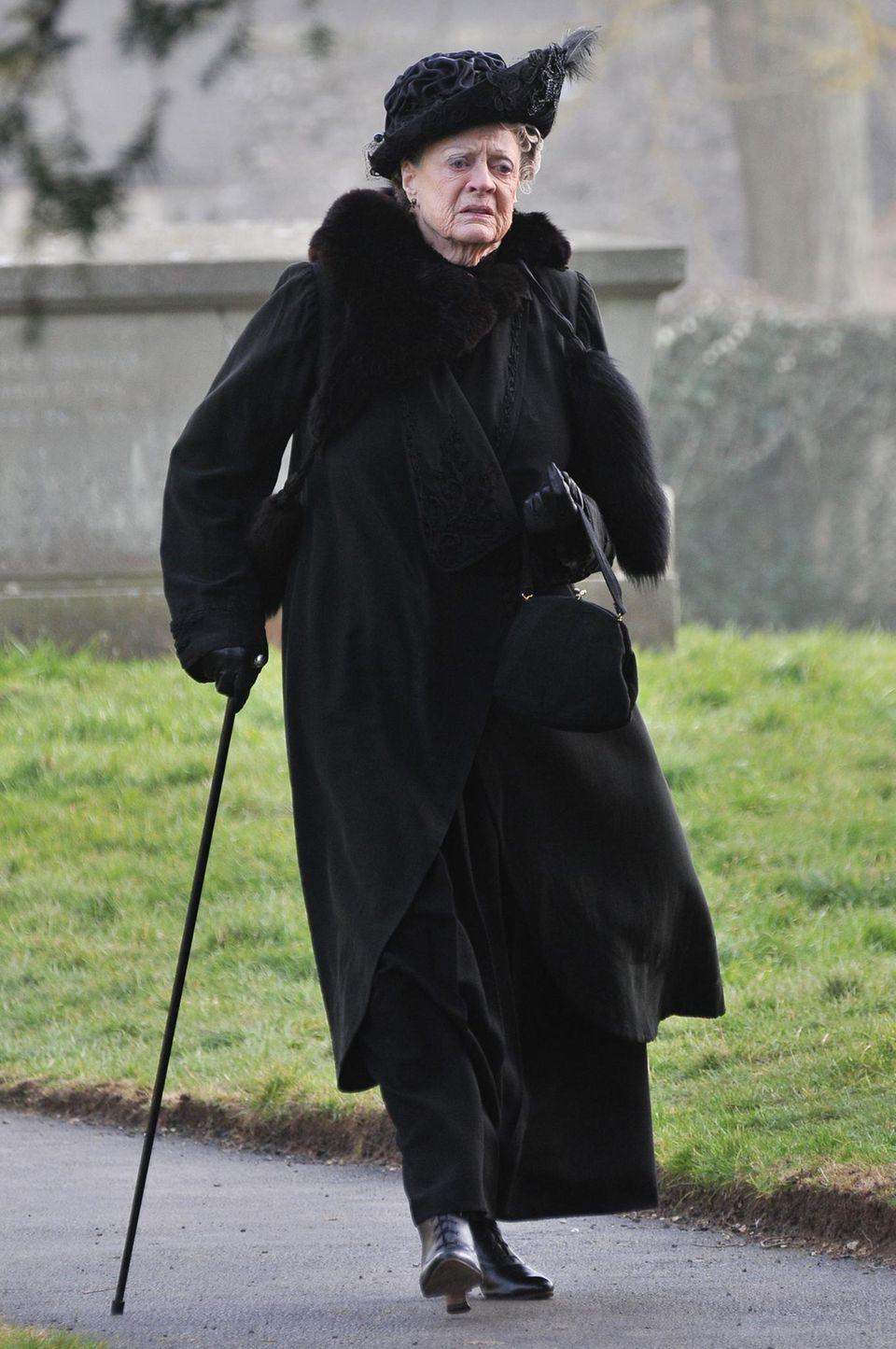 """28. Februar 2013: Maggie Smith dreht eine Szene für die vierte Staffel von """"Downton Abbey"""" in Bampton, einem Dorf in der Grafschaft Oxfordshire."""