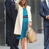 """16. Oktober 2013: Rose Byrne steht in Manhattan für """"Annie"""" vor der Kamera."""