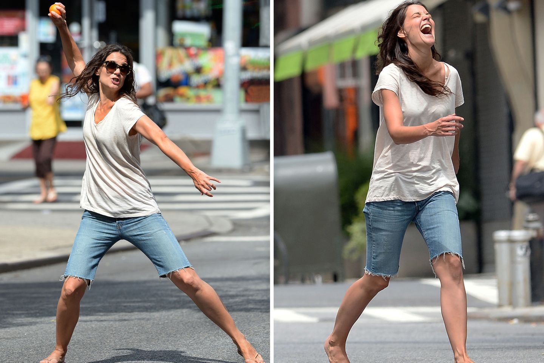 """24. Juli 2013: Katie Holmes dreht am Set im New Yorker East Village für den Film """"Mania Days"""" richtig auf."""