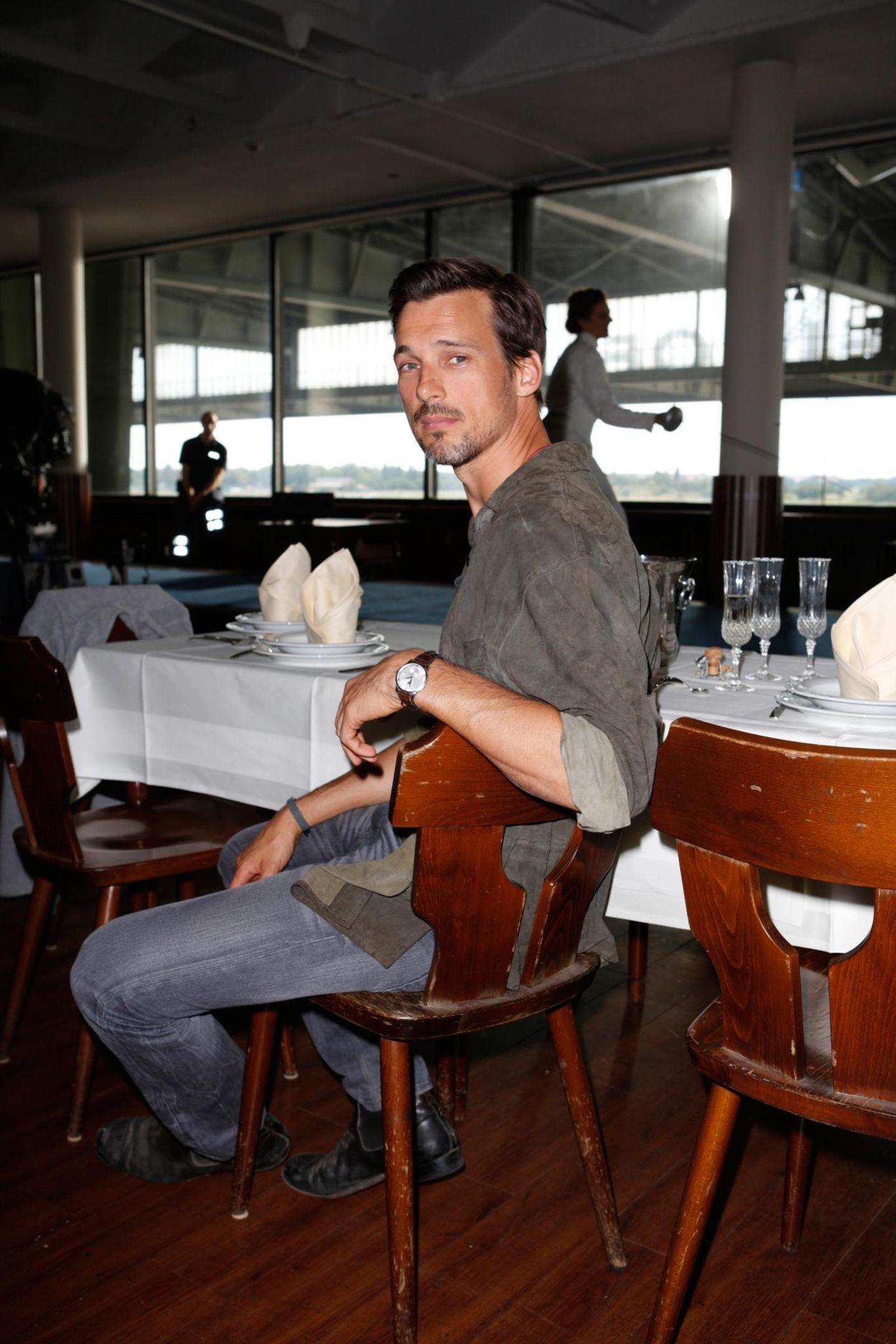 """28. August 2013: Florian David Fitz ist am Set des Kinofilms """"Lichtjahre"""" in Berlin zu sehen."""