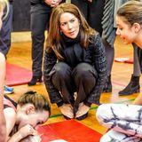 21. November 2013: Prinzessin Mary ist beim Erste-Hilfe-Training auf der Randersgade Schule dabei und besucht das Cardiotraining in einem Präventionszentrum in Kopenhagen.