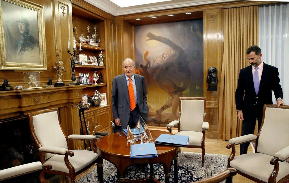 14. Oktober 2013: König Juan Carlos und Prinz Felipe bereiten sich auf ein Treffen mit dem Premier im spanischen Königspalast in Madrid vor.