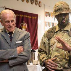 """24. Februar 2014: Prinz Philip besucht das erste Battalion der """"Grenadier Guards"""" in der englischen Stadt Aldershot. Der Herzog von Edinburgh ist Oberst des Regiments."""