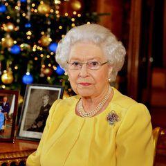 """26. Dezember 2013: Alle Jahre wieder: Die Queen wünscht bei ihrer Weihnachtsansprache aus dem Blue Drawing Room des Buckingham Palace in London """"A merry Christmas""""."""