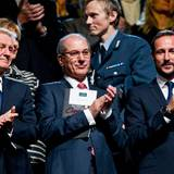 11. Dezember 2013: Prinz Haakon (r.) schaut sich das Friedensnobelpreis-Konzert in Oslo an.