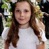 Als süßes Blumenmädchen erleben die Norweger ihre künftige Kronprinzessin im Sommer 2016. Die Prinzessin ist ist 12 Jahre alt und tritt mehr und mehr ins royale Rampenlicht.