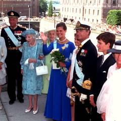 Prinzessin Victoria feiert 1995 ihren 18. Geburtstag. Zu diesem Anlass kommt die royale Verwandtschaft zum Gratulieren, darunter Harald von Norwegen und Ehefrau Sonja und Königin Ingrid von Dänemark, die Mutter von Königin Margarethe.  Victoria macht ein Jahr später ihr Abitur und beginnt ihr Studium, das sie zunächst in Frankreich und schließlich in die USA führt. Zu ihrer Ausbildung gehören außerdem Praktika bei der Regierung, im Parlament und bei den Vereinten Nationen.