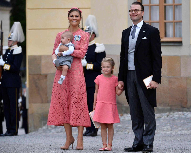 9. September 2016  Kronprinzessin Victoria mit ihrer Familie. Mutter und Tochter zeigen sich Ton in Ton.