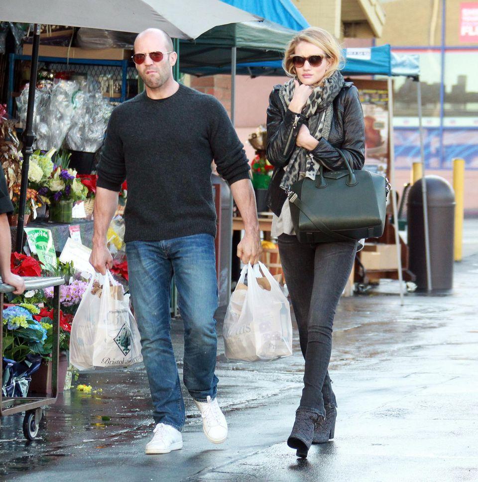 1. Dezember 2013: Jason Statham und Rosie Huntington-Whiteley gehen in West Hollywood im Supermarkt einkaufen.