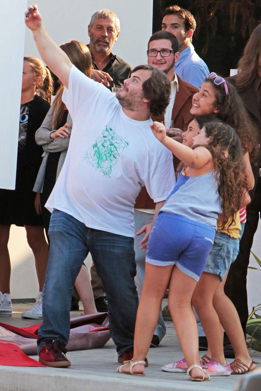 29. Juni 2013: Bei einer Ladeneröffnung in Malibu albert Jack Black mit seinen Fans herum.