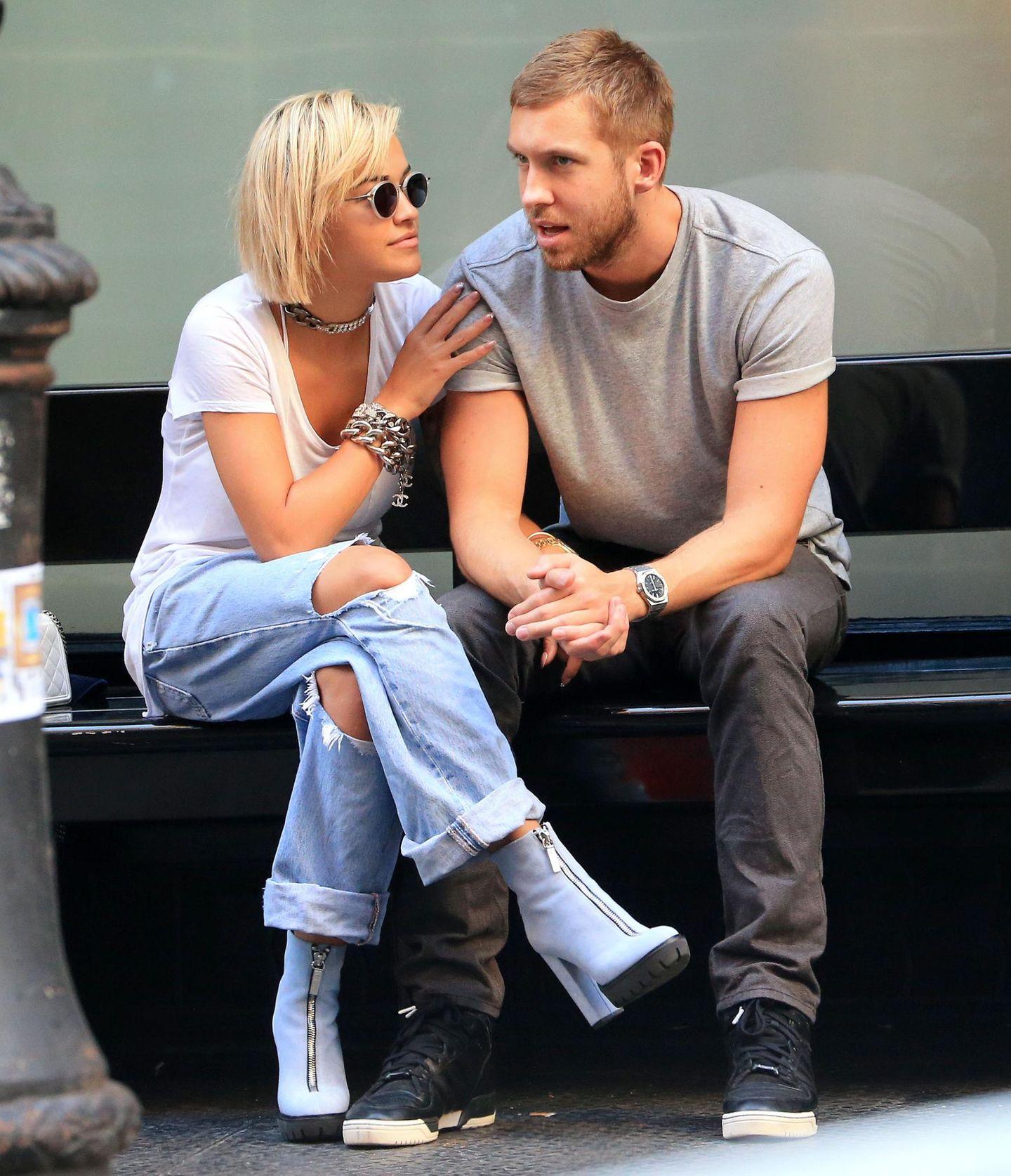 27. August 2013: Verliebt zeigen sich Rita Ora und ihr Freund Calvin Harris in New York.