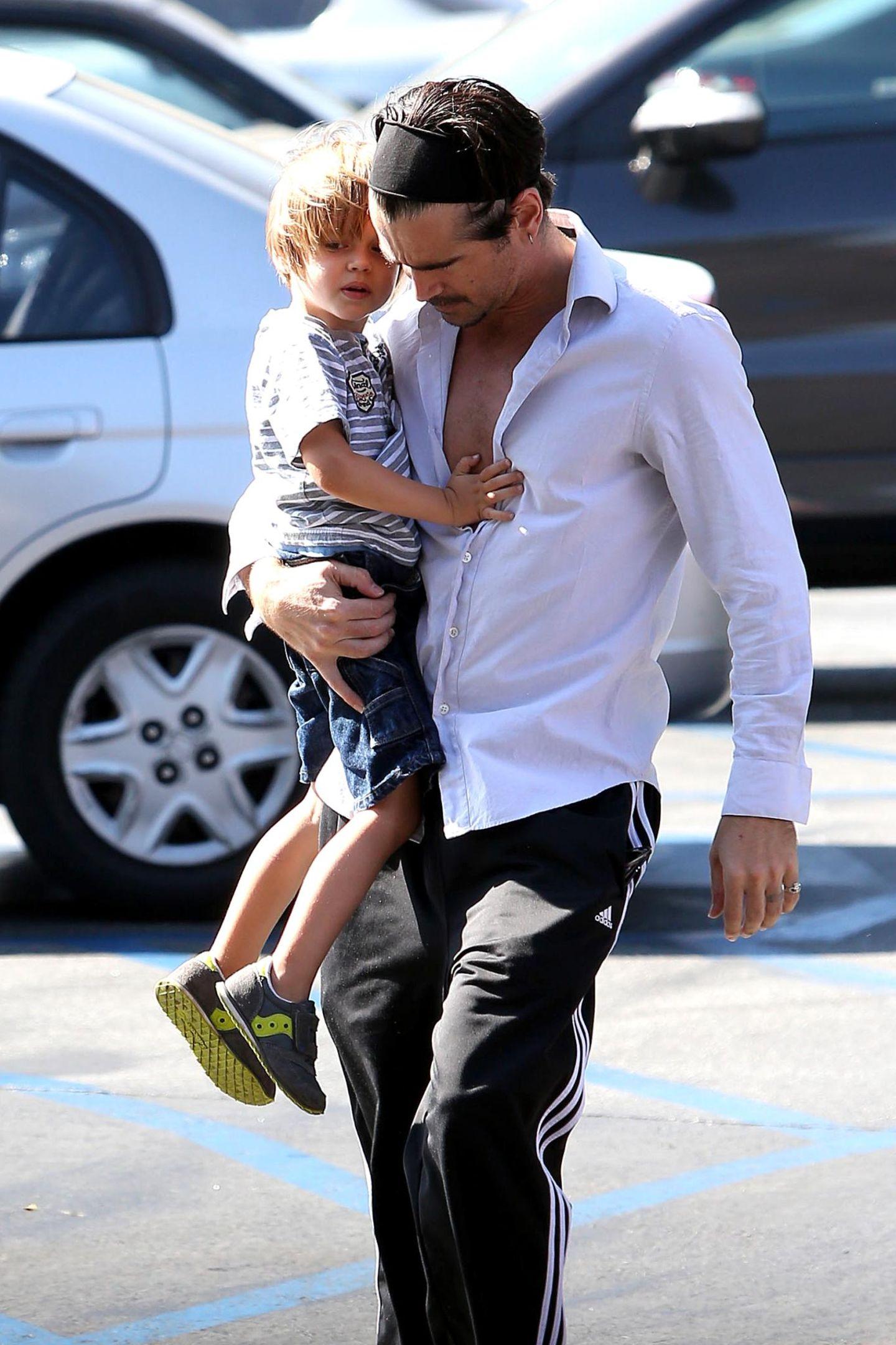 14. Juni 2013: Colin Farrell geht mit seinem Sohn Henry in Los Feliz einkaufen.