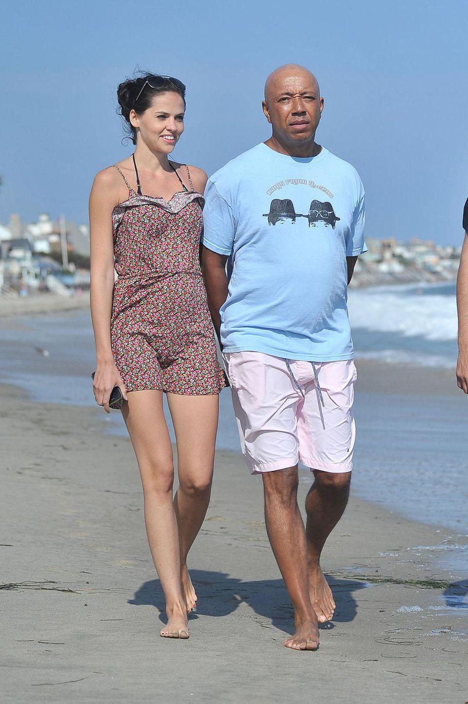 6. Juli 2013: Hana Nitsche und Russell Simmons zeigen sich wieder in trauter Zweisamkeit am Strand von Malibu. Noch im Februar hatten die Ex-GNTM-Kandidatin und der Hip-Hop-Produzent ihre Trennung bekanntgegeben.