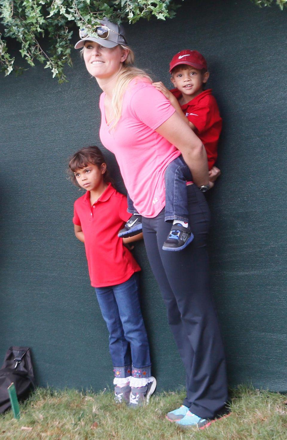 22. September 2013: Lindsey Vonn kümmert sich um die Sam und Charlie, Kinder von Tiger Woods, während er auf dem Golfplatz steht.