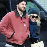 12. Dezember 2013: Dakota Fanning und Freund Jamie Strachan bummeln bei Minusttemperaturen durch Soho, New York.