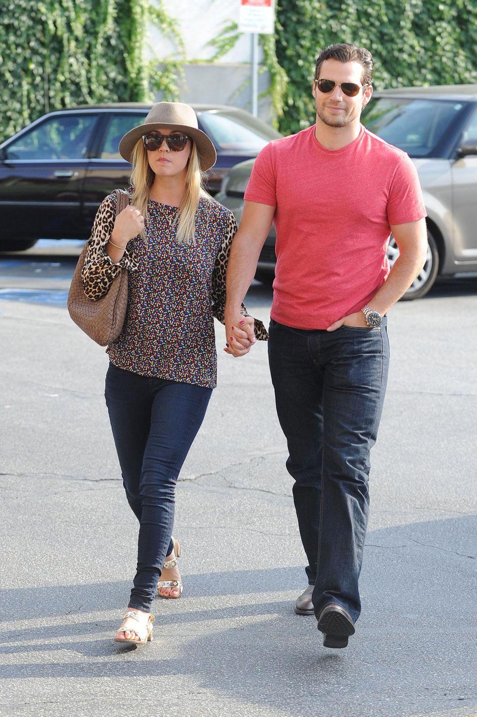 3. Juli 2013: Waren es anfangs nur Gerüchte um eine Beziehung, zeigen sich Kaley Cuoco und Henry Cavill nun ganz öffentlich als Paar. Wie hier bei einem Einkaufsbummel in Sherman Oaks.
