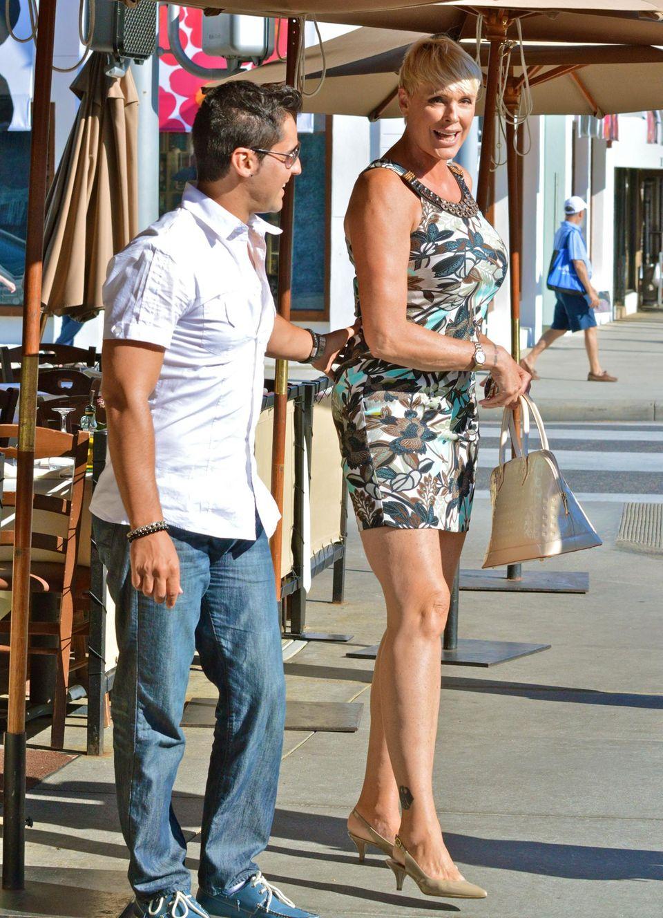 16. September 2013: Brigitte Nielsen und ihr Mann Mattia gehen im Il Pastaio Restaurant in Beverly Hills Mittag essen.
