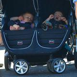 29. September 2013: Stephen Moyer ist mit seinen müden Zwillingen Charlie und Poppy in Venice unterwegs.