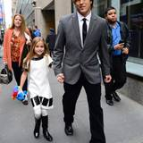 """11. November 2013: Larry Birkhead ist mit seiner Tochter Dannielynn auf dem Weg zur """"Today Show"""" in New York."""