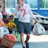 19. Oktober 2013: Was er wohl findet? Ian Ziering hat soeben im Hollywood Market eingekauft.