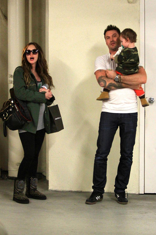 26. November 2013: Brian Austin Green und der gemeinsame Sohn Noah begleiten die schwangere Megan Fox zum Arzt in Beverly Hills.