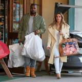26. Dezember 2013: Kanye West und Kim Kardashian gehen in einem Sportladen in Los Angeles einkaufen.