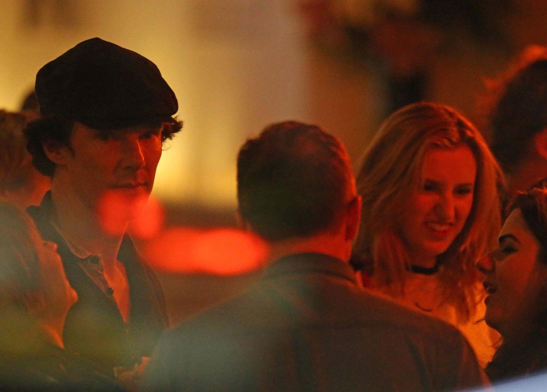 """1. September 2013: Benedict Cumberbatch und """"Downton Abbey""""-Darstellerin Laura Carmichael verbringen mit Freunden den Abend in der Bar des Camden Roundhouse. Vorher haben sie gemeinsam ein Konzert von Lady GaGa besucht."""