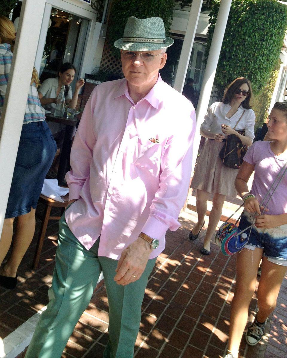 15. August 2013: Steve Martin ist auf dem Weg zum Mittagessen mit Freunden in West Hollywood.