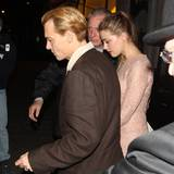 "24. Oktober 2013: Der erblondete Johnny Depp füht Amber Heard ins ""Scott's Restaurant"" in London aus."