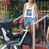 15. August 2013: Beyoncé verlässt mit Tochter Blue Ivy ein italienisches Restaurant in Miami Beach.