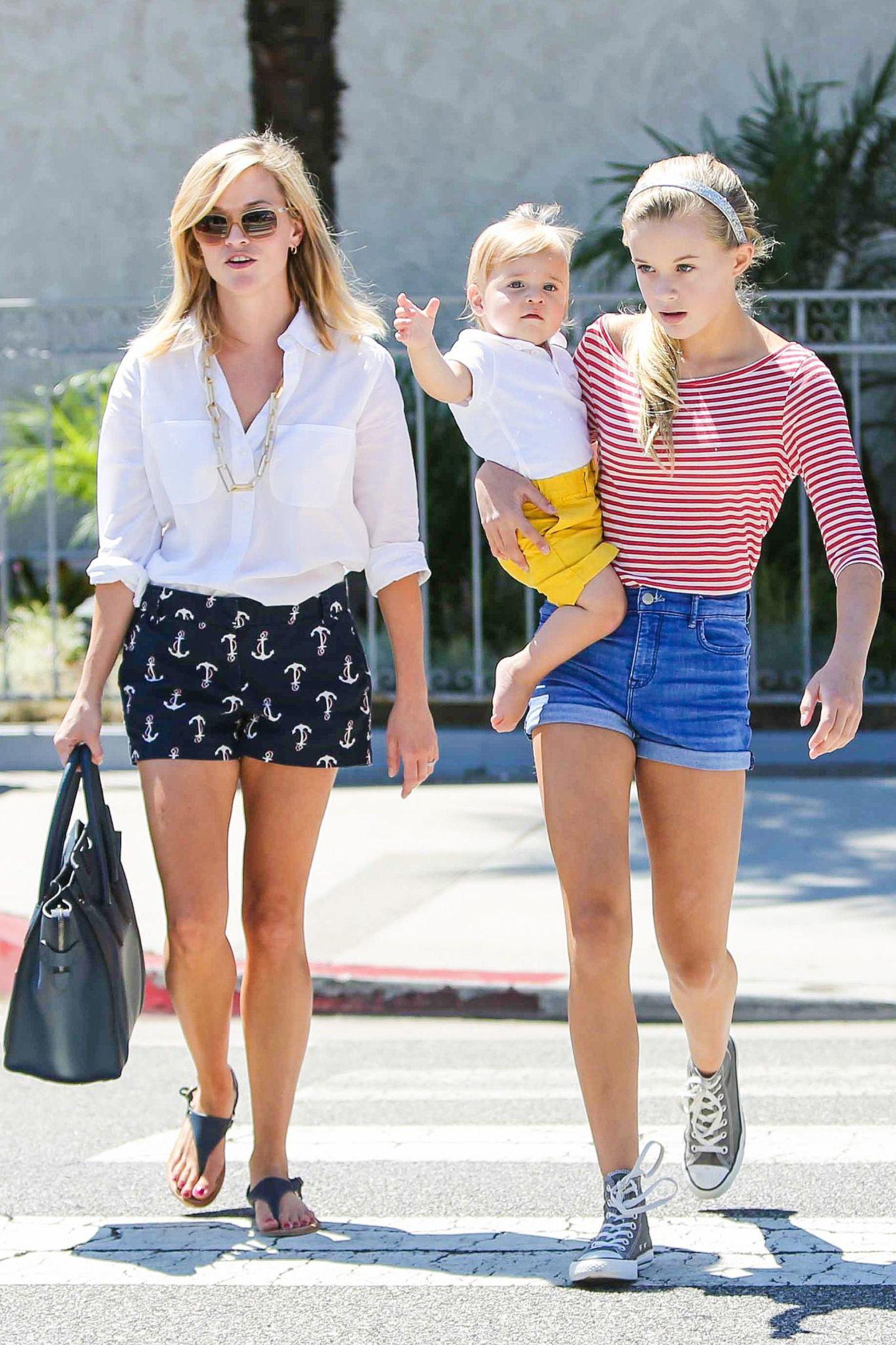 7. September 2013: Reese Witherspoon kommt mit Tochter Ava und Sohn Tennessee vom Mittagessen in Brentwood.